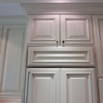 Glazed kitchen cabinet. Rusnik residence.
